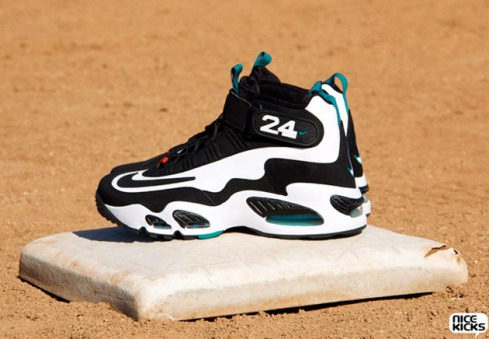 nike-air-griffey-max-1-retro-2