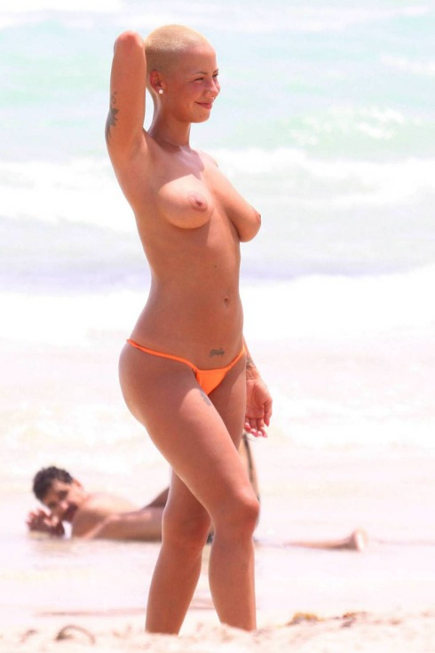 gallery_enlarged-0819_amber_rose_topless_01